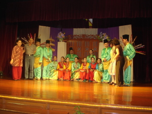 Dancers and guests at Seri Melayu