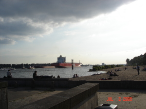 An evening at the beach on the Elbe