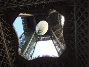 La Tour Eiffel, dressed for the 2007 Rugby World Cup